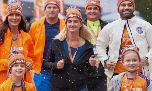 Hardlopers van alle leeftijden rennen 10 kilometer, 5 kilometer of de KidsRun voor het goede doel tijdens de Run for KiKa Winterrun in Utrecht