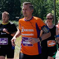 Runner van bedrijventeam Panasonic tijdens Run for KiKa. Hij vertelt hoe het is om als bedrijf mee te doen aan dit sportevenement voor het goede doel.