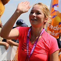 Runner van bedrijventeam Medisch Oncologie UMC Utrecht tijdens Run for KiKa. Ze vertelt hoe het is om als bedrijf mee te doen aan dit sportevenement voor het goede doel.