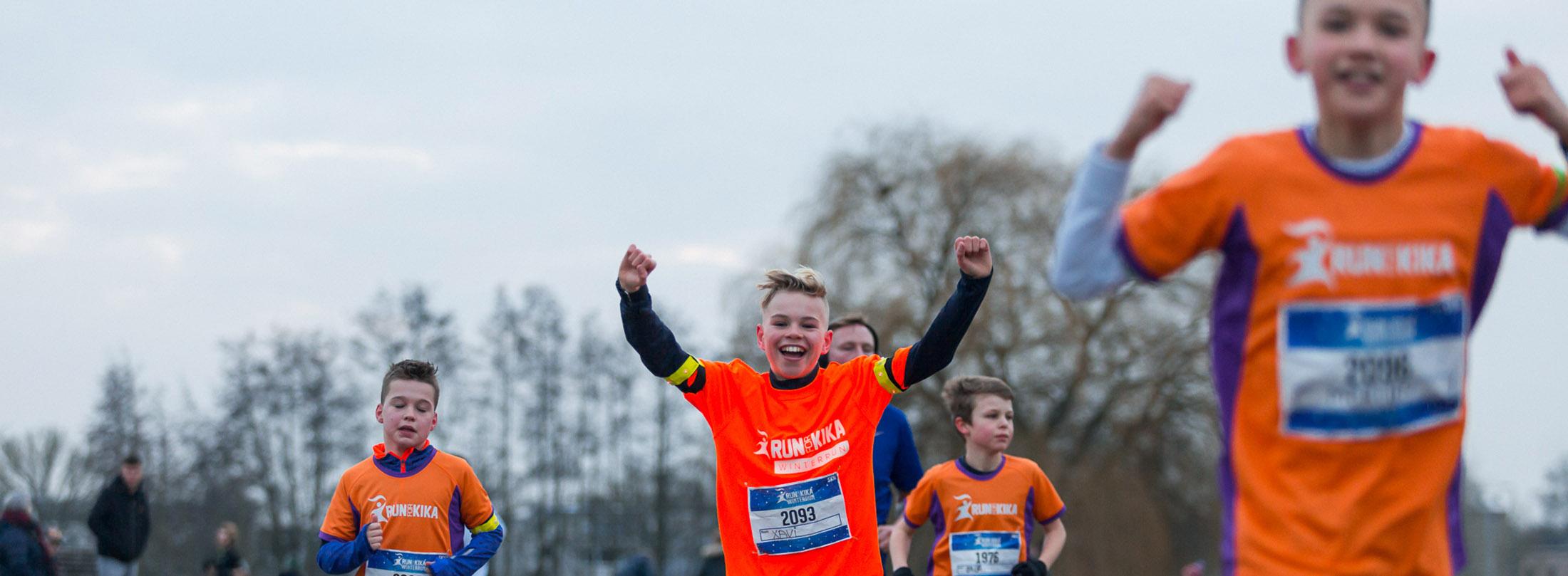 Ook kinderen lopen mee tijdens de KidsRun van Run for KiKa Winterrun in Utrecht