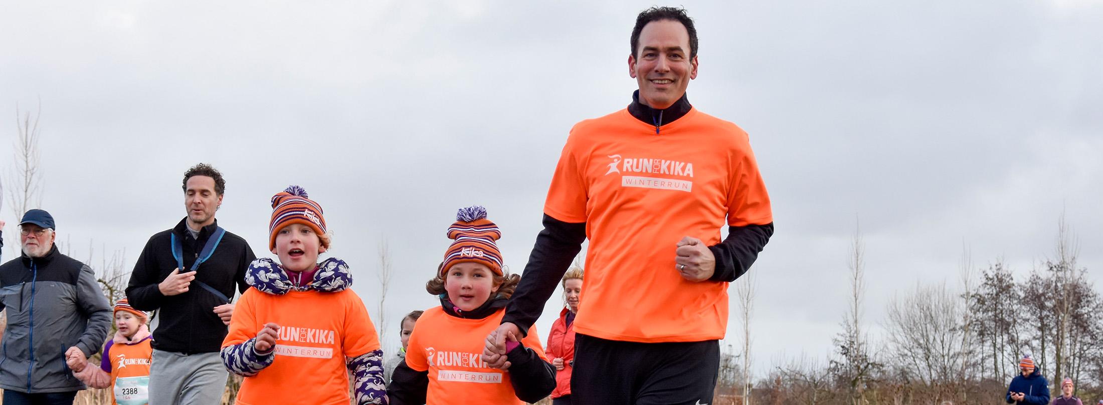 Hardlopers van alle leeftijden lopen voor het goede doel bij de Run for KiKa Winterrun